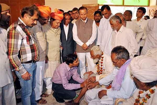 Knee Pain Relief Camp held at Brahm Bageecha Bikaner