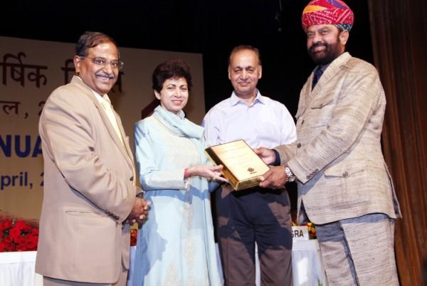Mahendrajeet Singh Malwiya recieving award from Union Cab Minister  Kumari Shailja