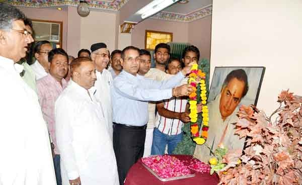 Tribute paid to Late Rajiv Gandhi on his Brithday at Hotel Babu Heritage, Bikaner