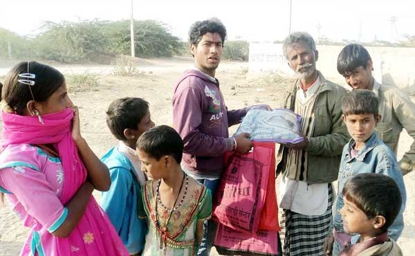 Cloth distriubted by Hum Tum Organisation at MDV Colony, Bikaner