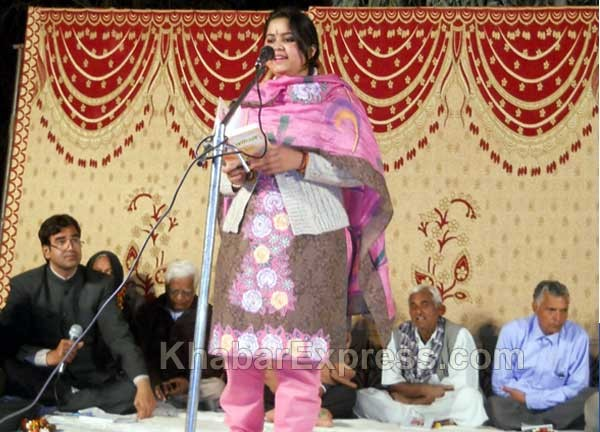 Poet Miss Minakshi Swarnkar presents a poem at Kavi Sammelan held at Gajner, Bikaner