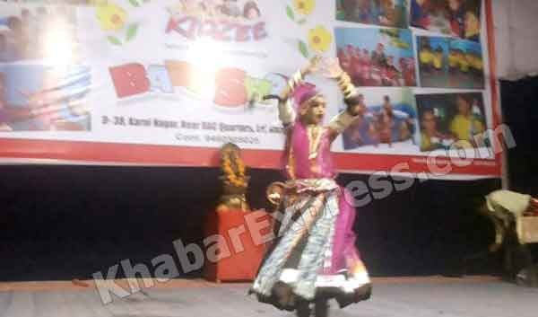 Girl performing dance in annual function of KidZee Bikaner