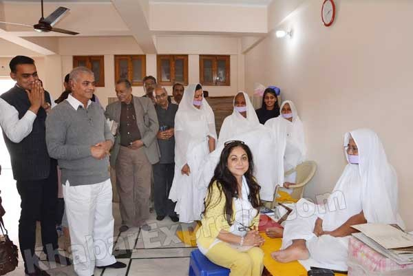 Tina Ambani reached Acharya Tulsi Center, Bikaner with family members