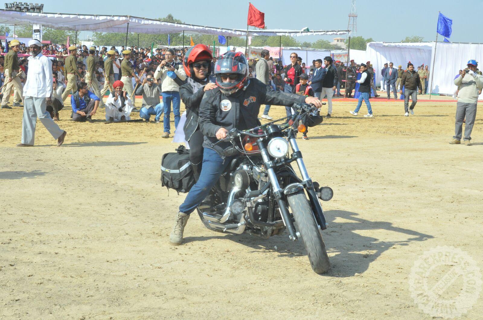 Camel Festival 2016 began in Bikaner