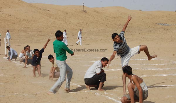 Foreigners enjoying the Kho-Kho - competition at laderan Village during Camel Festival 2011