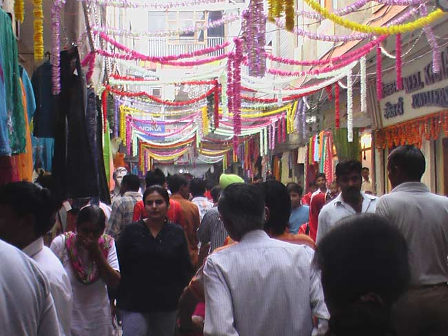 Khajanchi Market decorated Well with lights and flowers