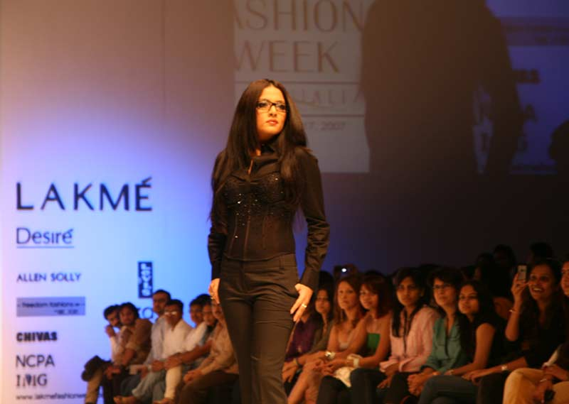 Celina Jaitley dressed in black Allen Solly Womenswear at Lakme Fashion Week.