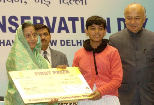 Aritra Sahoo getting First Prize from The President, Smt. Pratibha Devisingh Patil