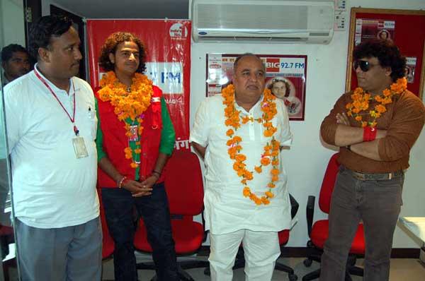 Srigopal Agarwal warm wishing to RJ Rohit of  Big 92.7 FM