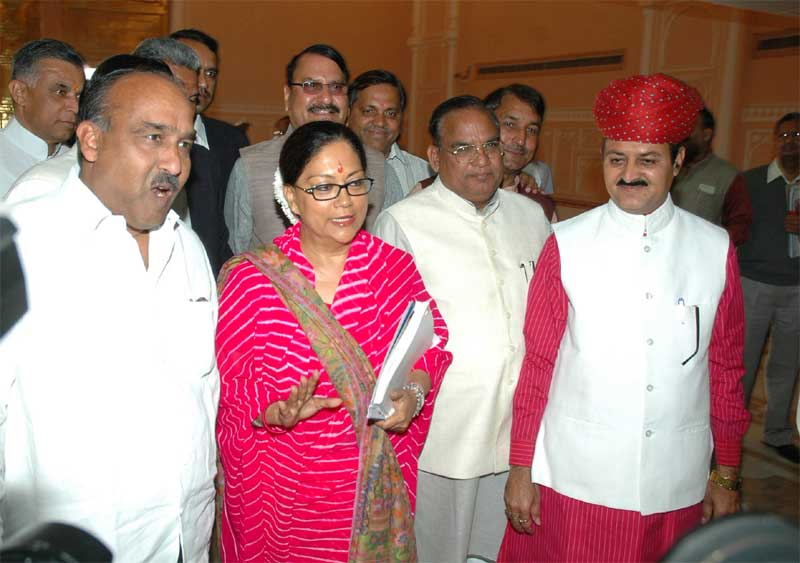 CM Raje facing camera before presenting the 2008-09 Budget of Rajasthan State