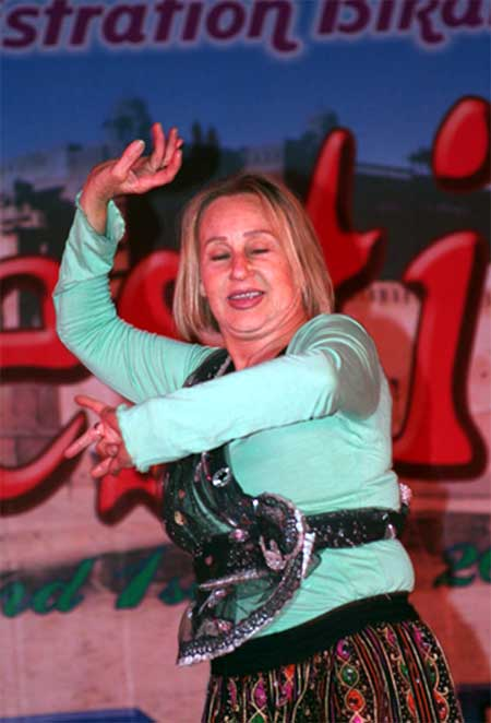 A foreign woman dancing during cultural function of Camel Festival at Ladera Village