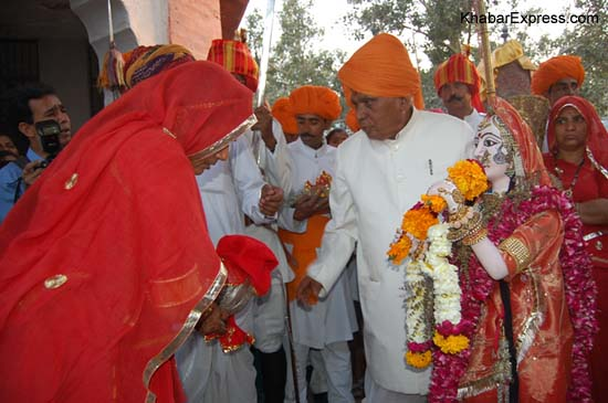 Gifts to Royal Gavar ritual followed by tradition at Jungarh Fort at Bikaner