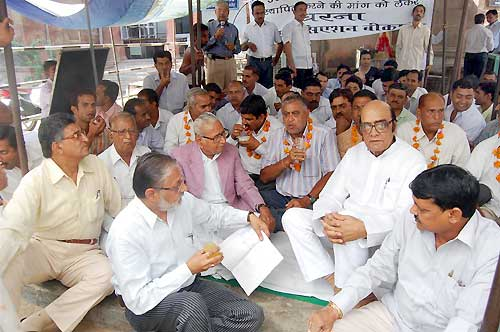 Advocates agitation continue on 24th day, BJP MLA, leaders came to support