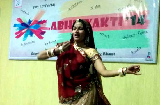 A girl performing dance in Abhivyakti, an event held at RAJUVAS
