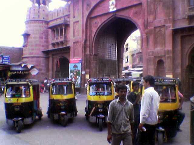 Three wheeler disturbing traffic at heavy traffic system at Kotegate Bikaner