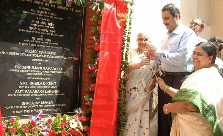 The Union Minister for Health and Family Welfare, Dr. Anbumani Ramadoss unveiling the plaque to