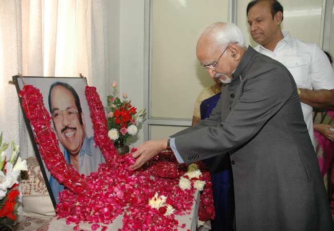 The Vice President, Mohammad Hamid Ansari, paid floral tributes at the portrait of Late Shri Murasol