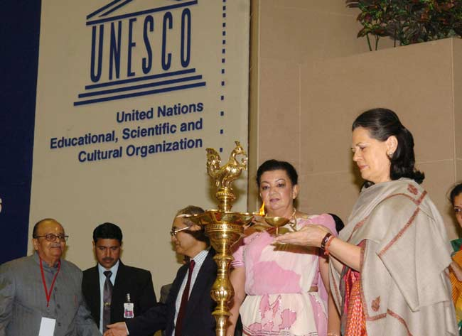 The Chairperson, UPA, Smt. Sonia Gandhi lighting the lamp to inaugurate the UNESCO Regional Conferen