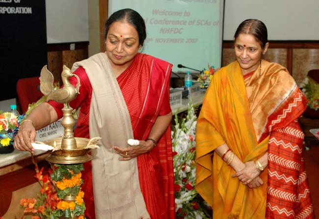 The Minister for Social Justice and Empowerment, Smt. Meera Kumar lighting the lamp to inaugurate Na
