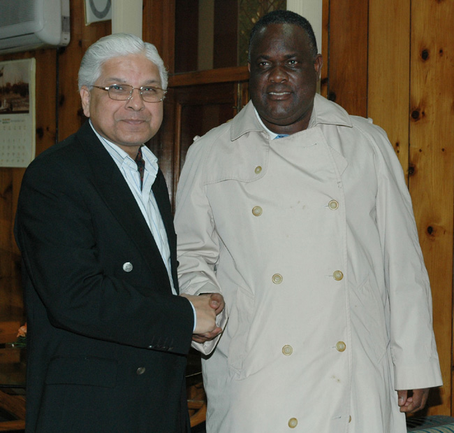 The Assistant Minister of Agriculture, Botswana, Mr. Olifant Mfa meeting with the Minister of State