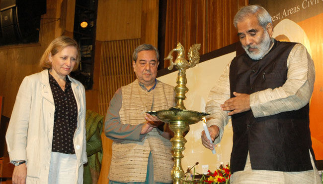 The Union Minister for Rural Development, Dr. Raghuvansh Prasad Singh lighting the lamp to inaugurat