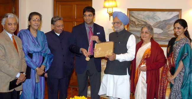 Smt. & Shri Vishwanathan Anand calling on the Prime Minister, Dr. Manmohan Singh, in New Delhi on De
