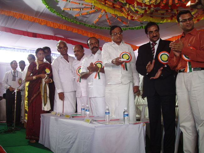 The Union Finance Minister, Shri P Chidambaram launching the Village Development Plan at Ariyakudi v