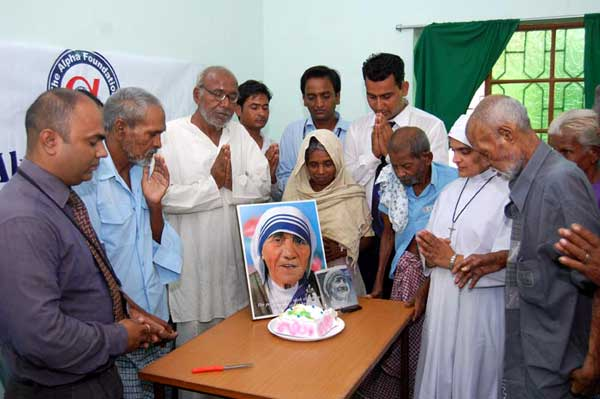 Homage to the Mother Teresa at old age home, Bikaner by the celebration of her birthday