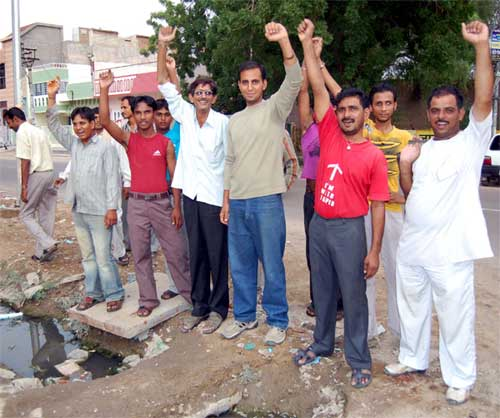 JNV Colony Traders facing probelm due to stoped sewer line