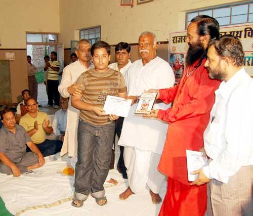 Guests awarding to top scorer children of pushkarna society