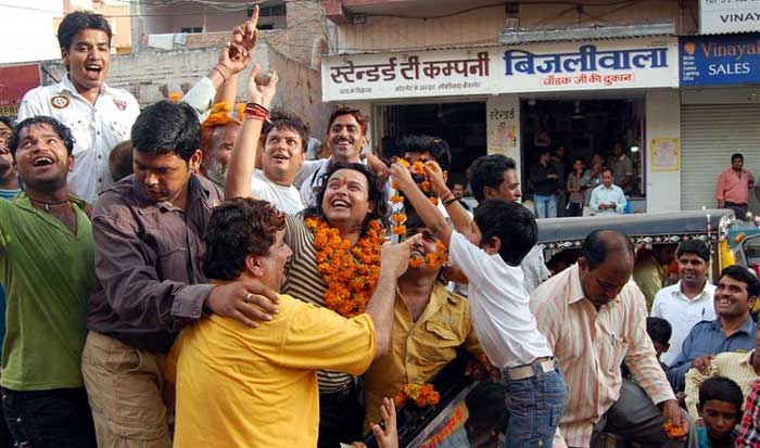 Raja Hasan warm welcomed at reaching home town Bikaner