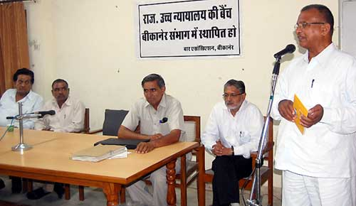 Senior Advocate R K Das Gupta address to Bikaner Bar Association officers in a meeting for HC benc