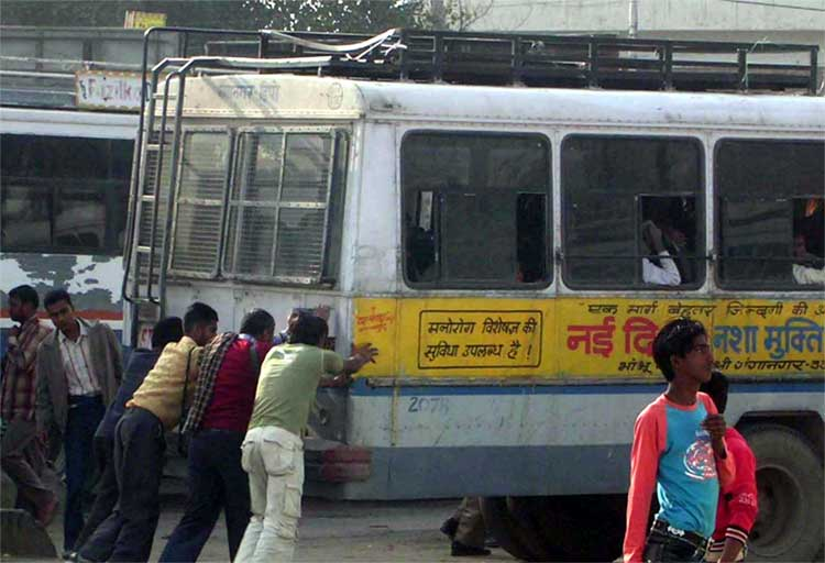 Chal Yaar Dhakka Maar: you can see many of Rajasthan Roadways buses with this condiction