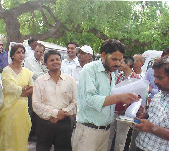 Techers of Rajasthan Agricultural University demanding to implement the sixth pay commission advice