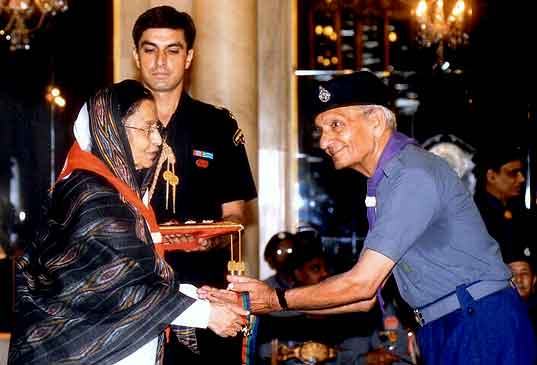 Silver Elephant award to Radhey Shyam of Udaipur Mehta