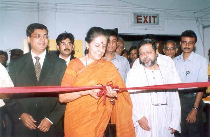 The Union Minister of Tourism and Culture, Smt. Ambika Soni inaugurating the Three-day seminar on