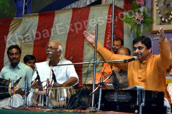 Baweja spreads spirituality by divine bhajans