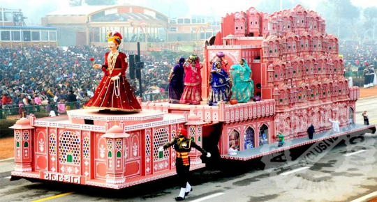Tableau of HawaMahal in National Parade at Republic Day 2016