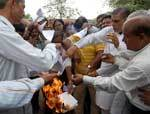 PWD employees burning copies of the orders against discrepancies done by Rajasthan Govt in 6th Pay c