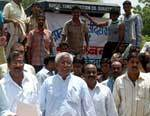 Bikaner PWD Contractors on strike with demand to give increased price of Damar
