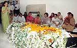 UPA President Sonia Gandhi pays tribute to Rajasthan Governor Prabha Rao at Jodhpur House, Delhi