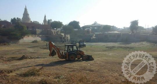 हर्षोलाव तालाब मे सफाई अभियान जारी