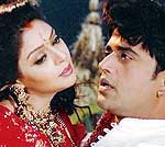 Nagma And Ravikissan in Bhojpuri film ' Mai to bas Mai badi '