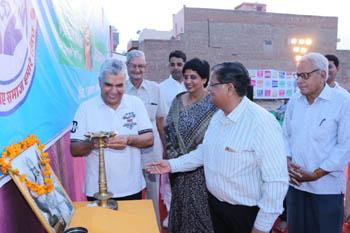 Tejasvi Award 2018 Lighting of the lamp by Arun Rishi alongwith Dr Shrilal Mohta, Ramji Vyas, Dr Anila Purohit, Dr S.P Purohit