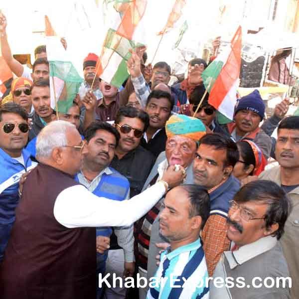 janardan kalla, babu jai shankar joshi, shri lal vyas, anil celebrating congress victory
